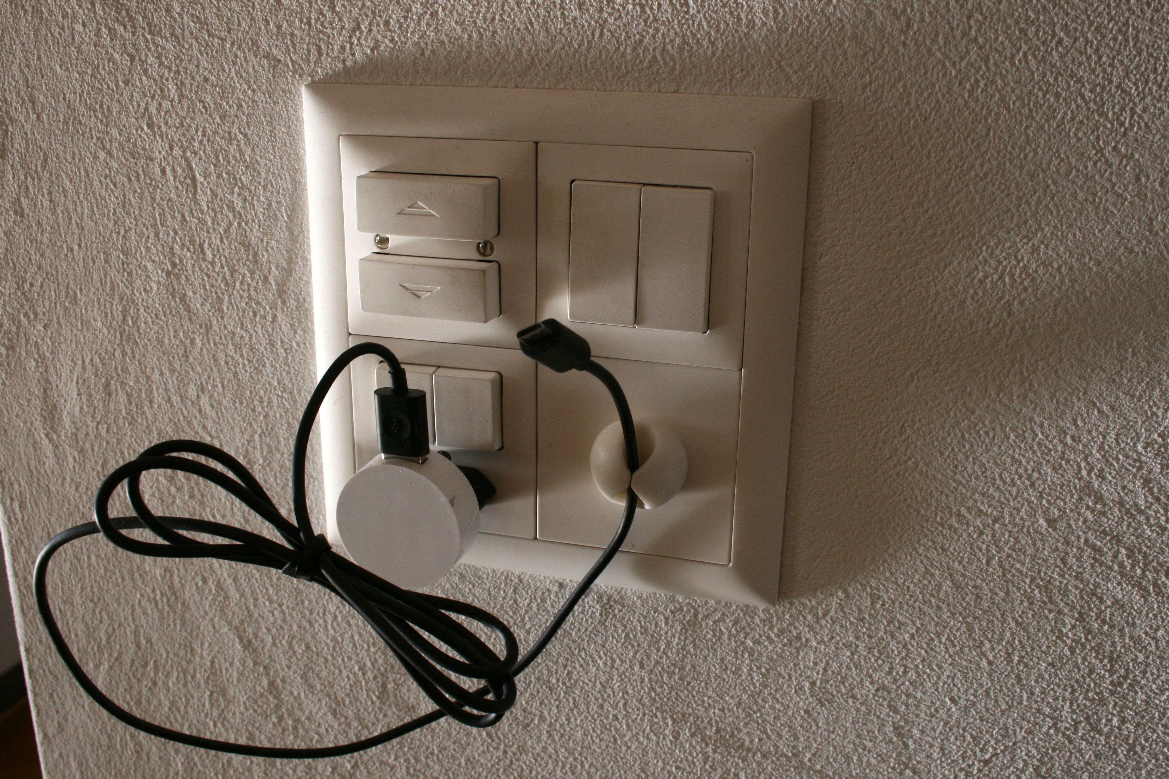 kabel am schreibtisch verstecken sch ne ideen kabel schreibtisch verstecken alle m bel geniale. Black Bedroom Furniture Sets. Home Design Ideas